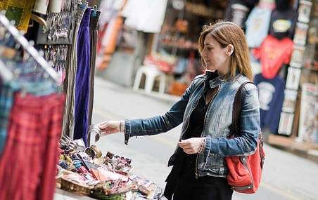 General_street_market_shopping2