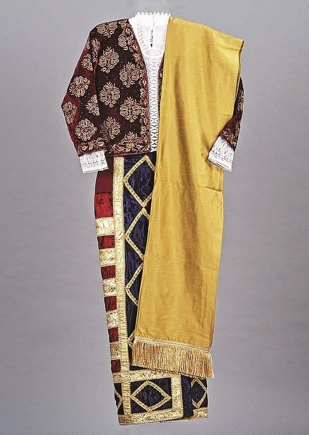 Pano Bhaju garment. (Courtesy: Telma Costa Gracias/Photo: Shantanu Sheorey, The One School Goa/Courtesy: Moda Goa Museum)