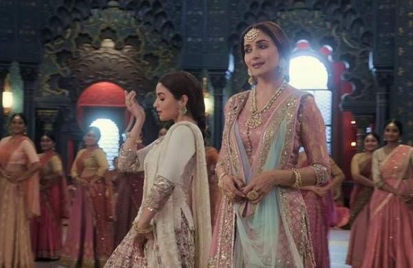 Kalank new song: Twitter reacts as Alia Bhatt dominates the floor and Madhuri Dixit has to 'stand st