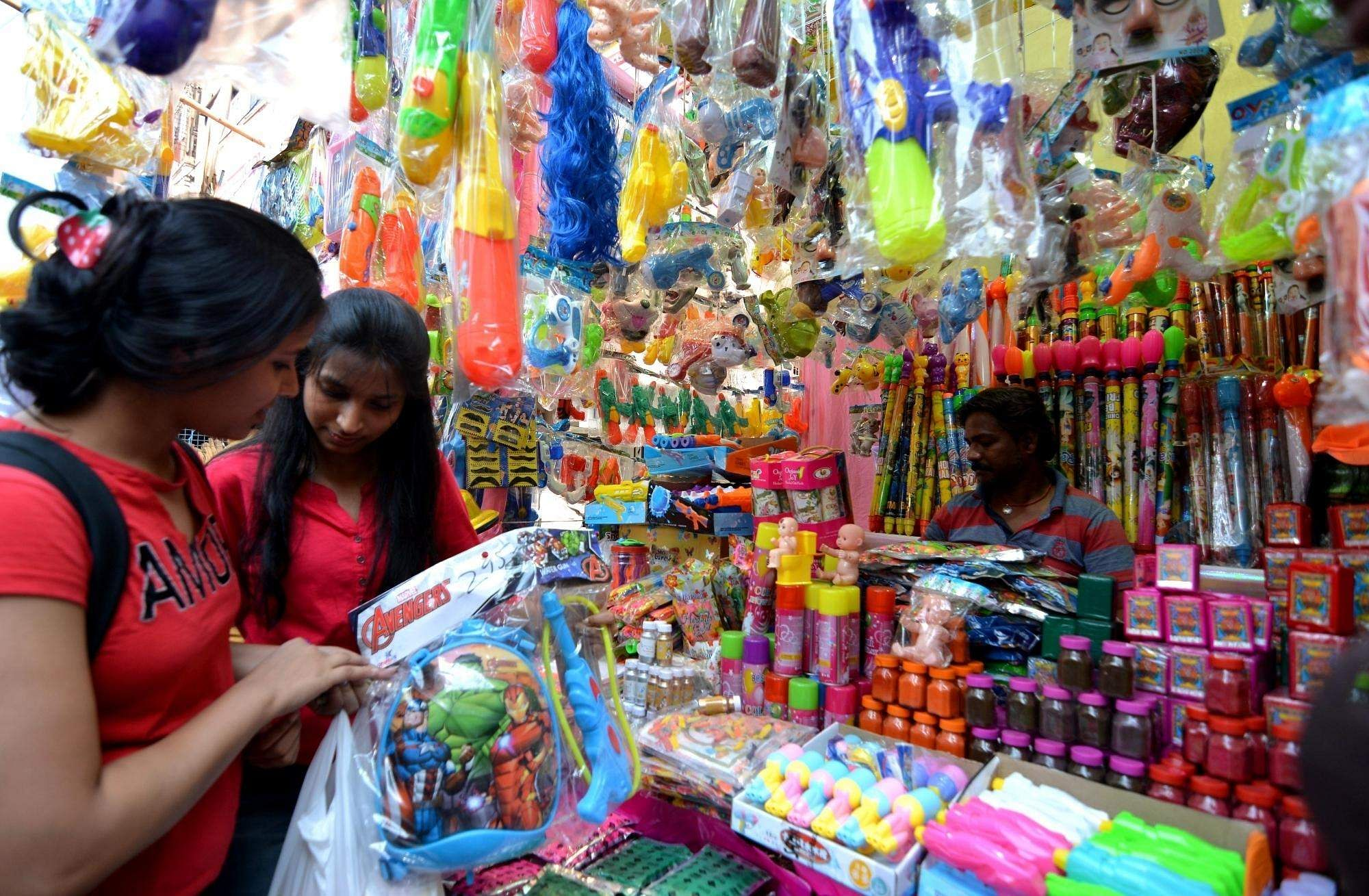 People busy shopping on the eve of Holi in Kolkata, on March 20, 2019. (Photo: Kuntal Chakrabarty/IANS)
