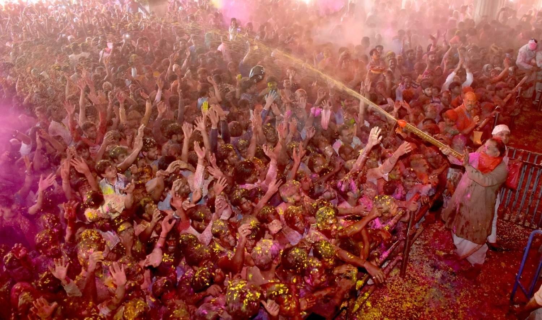 Jaipur: Devotees celebrates Holi at Govind Devji Temple, in Jaipur, on March 20, 2019. (Photo: IANS)