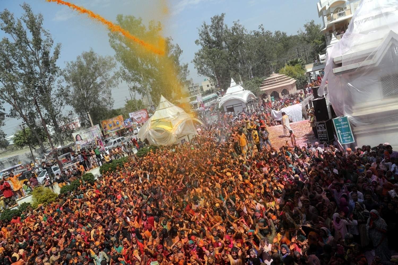 Vrindavan: Holi celebrations underway at Priyakant Ju Temple in Uttar Pradesh's Vrindavan, on March 20, 2019. (Photo: IANS)