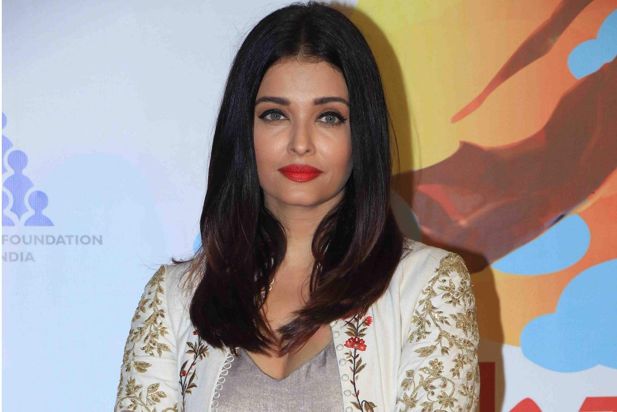 Bachchans In Goa Pic Goes Viral Is Aishwarya Rai Pregnant With Second Child