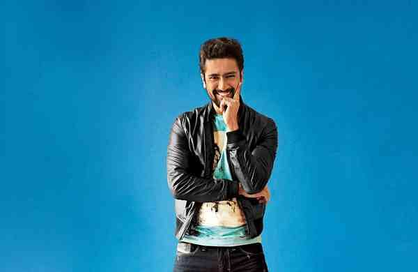 'Had to hang outbehind a curtain': Vicky Kaushal recallsembarrassing incident at Shah Rukh Khan's
