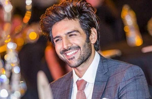 Watch: Kartik Aaryan sings with fan in the sets of Love Aaj Kal 2, video goes viral