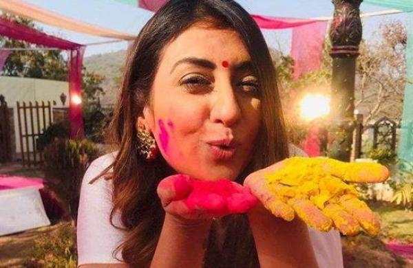 Juhi Parmar celebrates Holi with friends and family