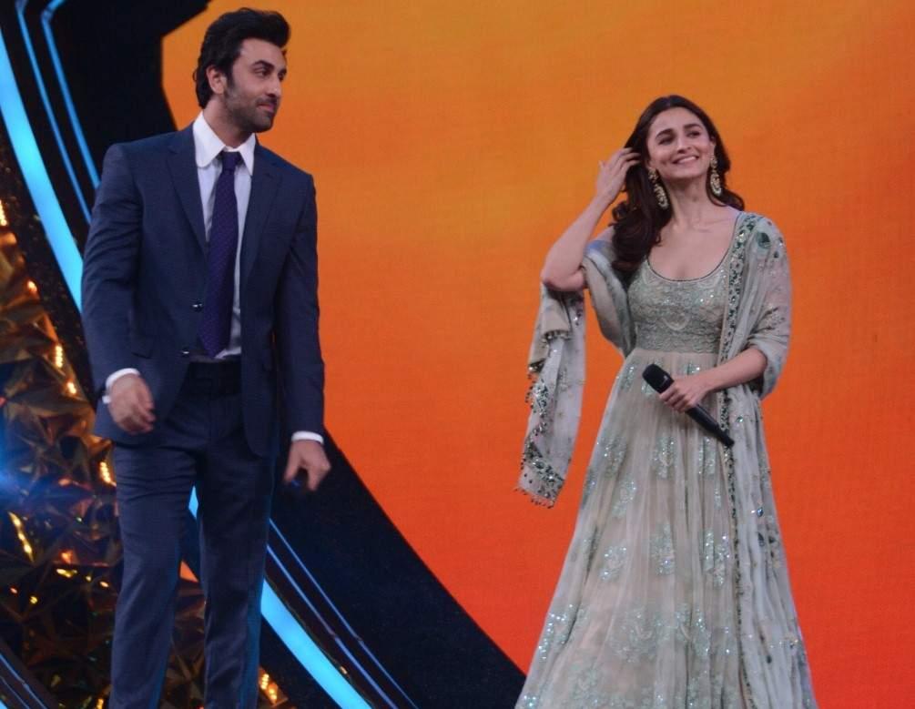 Ranbir Kapoor and Alia Bhatt at Umang Awards 2019 in Mumbai on Jan. 27, 2019 (Photo: IANS)
