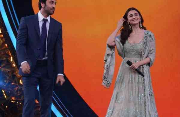 Ranbir Kapoor and Alia Bhatt at Umang Awards 2019 in Mumbai on Jan. 27, 2019 (Photo: IANS)