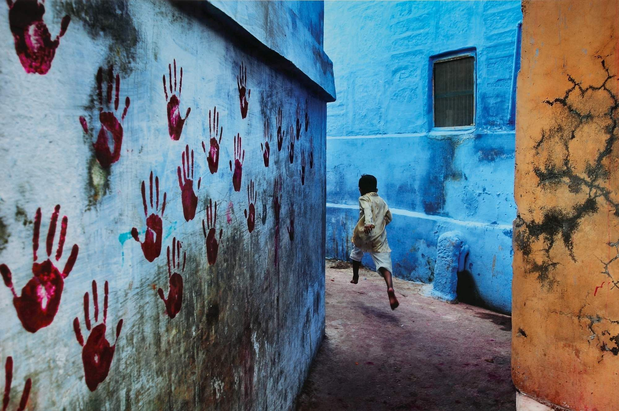 Steve McCurry, Boy in Mid-Flight (Photo Courtesy: Sotheby's)