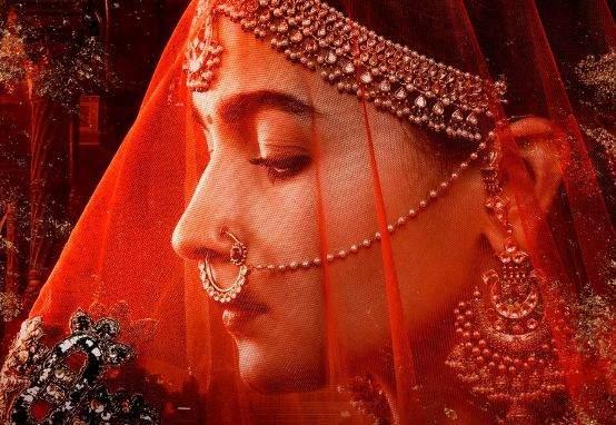Alia Bhatt shares first look in Kalank