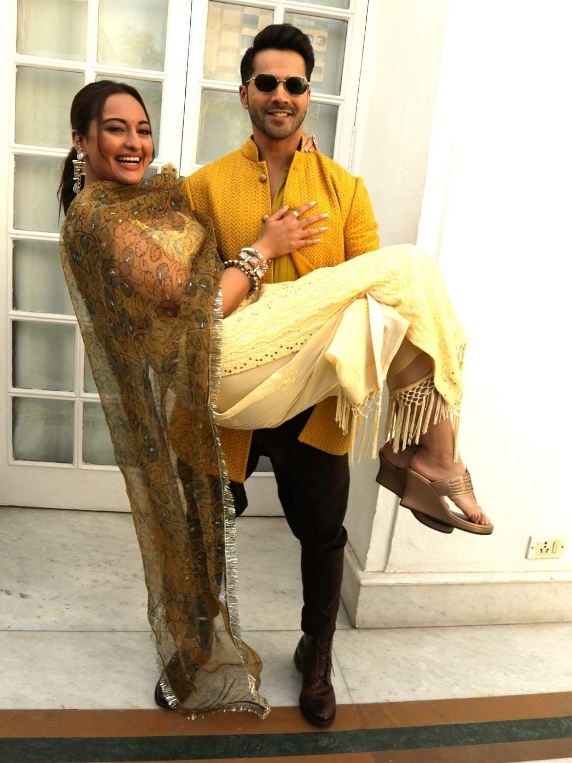 New Delhi: Actors Varun Dhawan and Sonakshi Sinha at a photo shoot during the promotions of her upcoming film 'Kalank' in New Delhi, on April 13, 2019. (Photo: (Amlan Paliwal/IANS)