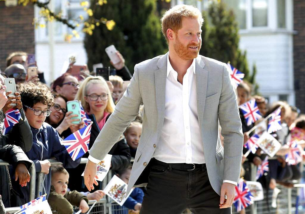 Wellwishers welcome Britain's Prince Harry as he arrives for the official opening of 'Future', a new Youth Zone in London, Thursday April 11, 2019. (Chris Jackson/PA via AP)