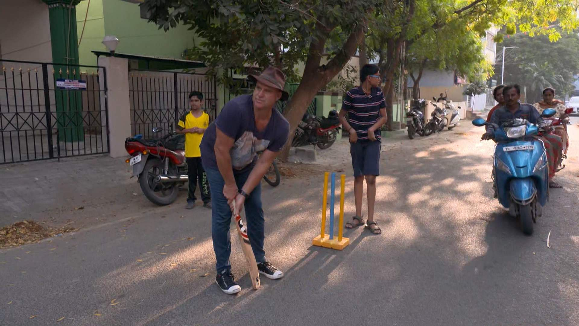 Surprise! Aussie cricketer Mathew Hayden plays gully cricket with young fans on streets of Chennai. Photo courtesy: Accolade Public Relations.