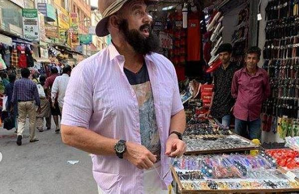 Matthew Hayden in Chennai's T Nagar
