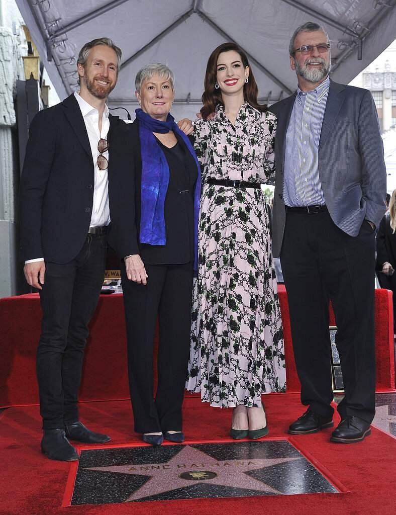 Anne Hathaway poses atop her new star on the Hollywood Walk of Fame with her husband Adam Shulman, mother Kate McCauley Hathaway and father Gerald Hathaway. (Photo by Richard Shotwell/Invision/AP)