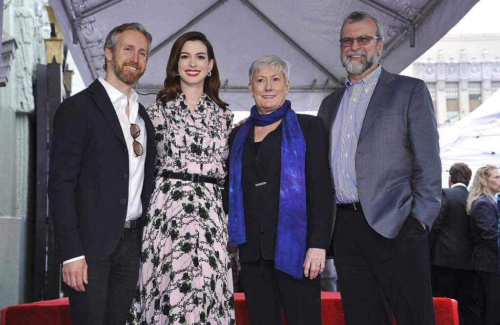 Anne Hathaway poses with her family, husband Adam Shulman, mother Kate McCauley Hathaway and father Gerald Hathaway in Los Angeles. (Photo by Richard Shotwell/Invision/AP)