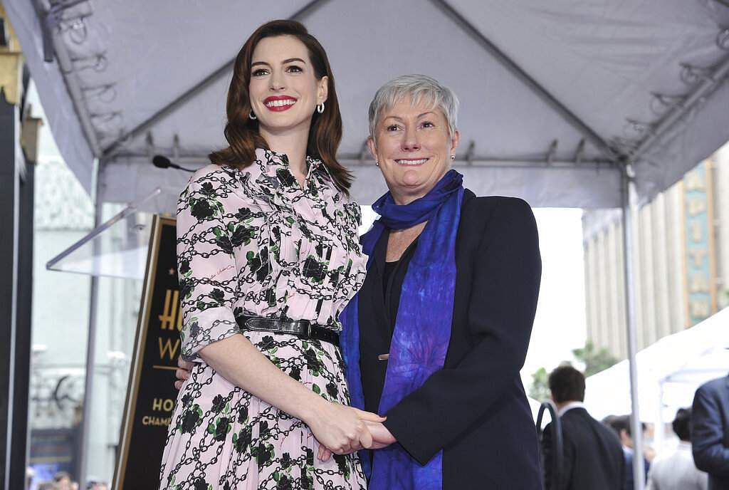 Anne Hathaway poses with her mother Kate McCauley Hathaway following a ceremony honouring the actress with a star on the Hollywood Walk of Fame, in Los Angeles. (Photo by Richard Shotwell/Invision/AP)