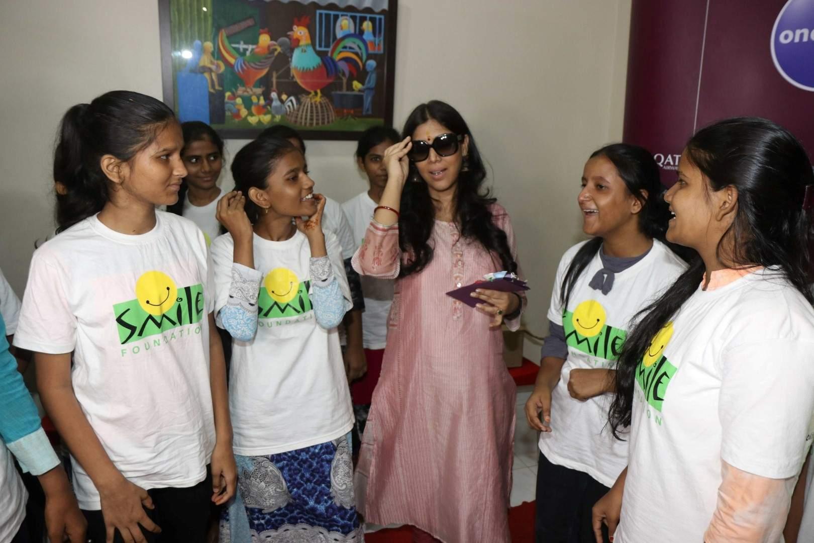 Mumbai: Actress Sakshi Tanwar celebrates Mother's Day with underprivileged children at Smile NGO, in Mumbai on May 9, 2019. (Photo: IANS)