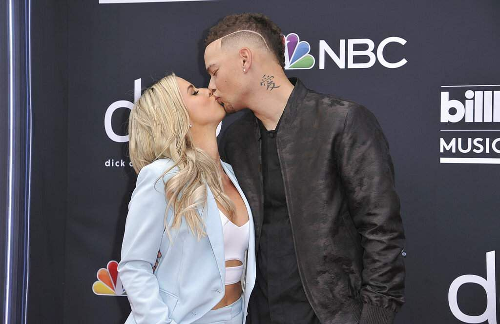 Katelyn Jae, left, and Kane Brown kiss as they arrive at the Billboard Music Awards on Wednesday, May 1, 2019, at the MGM Grand Garden Arena in Las Vegas. (Photo by Richard Shotwell/Invision/AP)