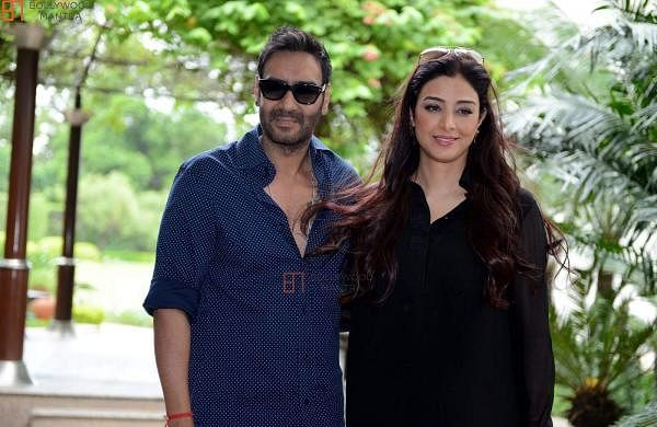 Ajay Devgn shares throwback picture from Vijaypath sets, take a dig at Tabu