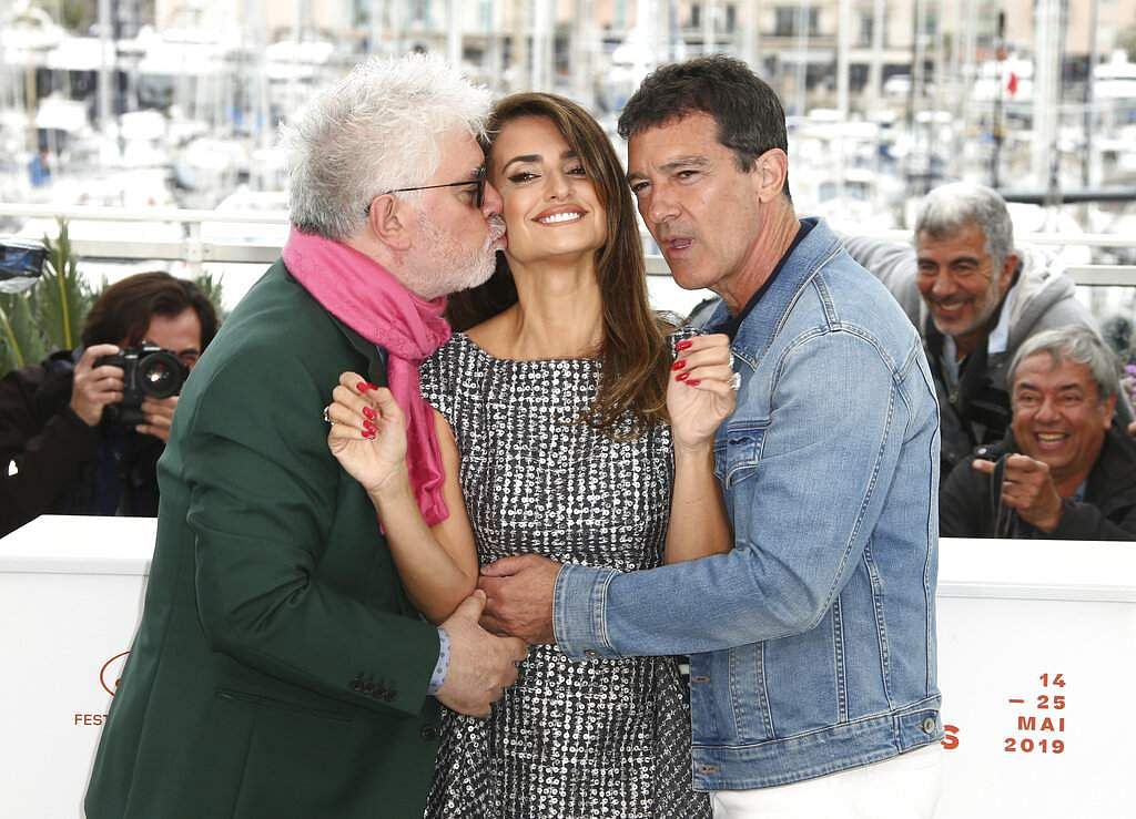 Actors Antonio Banderas, Penelope Cruz and director Pedro Almodovar at the photo call for the film 'Pain and Glory' at the 72nd international film festival, Cannes. (Photo by Joel C Ryan/Invision/AP)