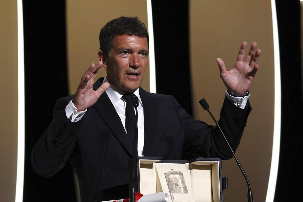 Actor Antonio Banderas receives the best actor Palme d'Or award during the awards ceremony at the 72nd international film festival, Cannes, southern France. (Photo by Vianney Le Caer/Invision/AP)