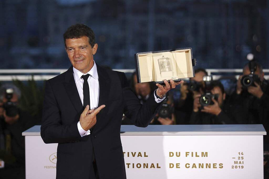 Actor Antonio Banderas poses with the best actor award for the film 'Pain and Glory' during a photo call at the 72nd international film festival, Cannes. (Photo by Vianney Le Caer/Invision/AP)