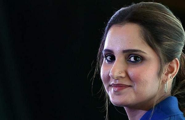 Sania Mirza lashes out at Pakistani actor Veena Malik for giving her parenting advice
