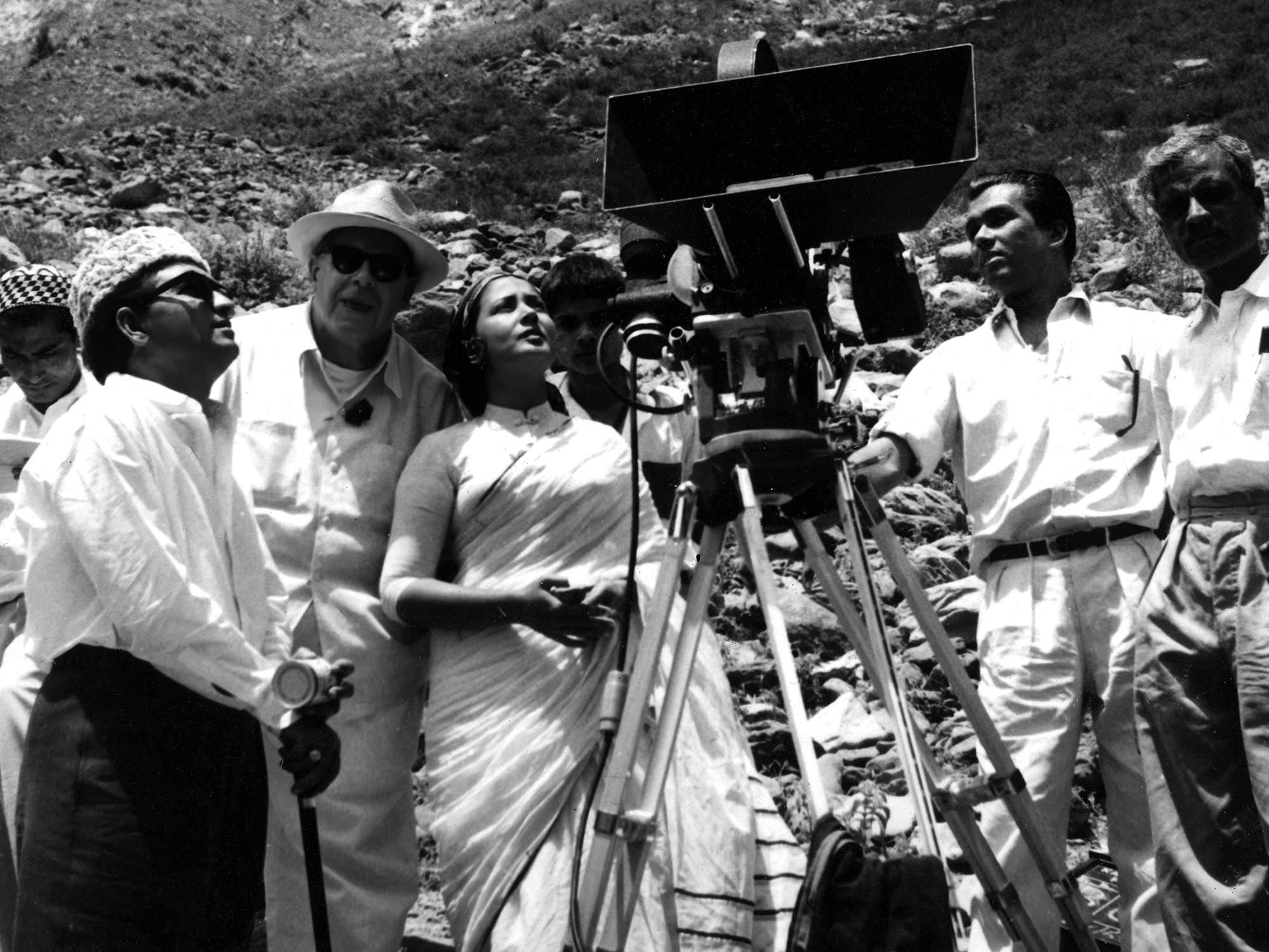Kamal Amrohi, Josef Wirsching, Meena Kumari and assistant cameramen in Kashmir during filming of Dil Apna Preet aur Parai (1958)