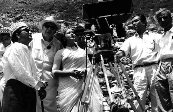 Kamal Amrohi, Josef Wirsching, Meena Kumari and assistant cameramen in Kashmir during filming of Dil Apna Preet aur Parai (1958)