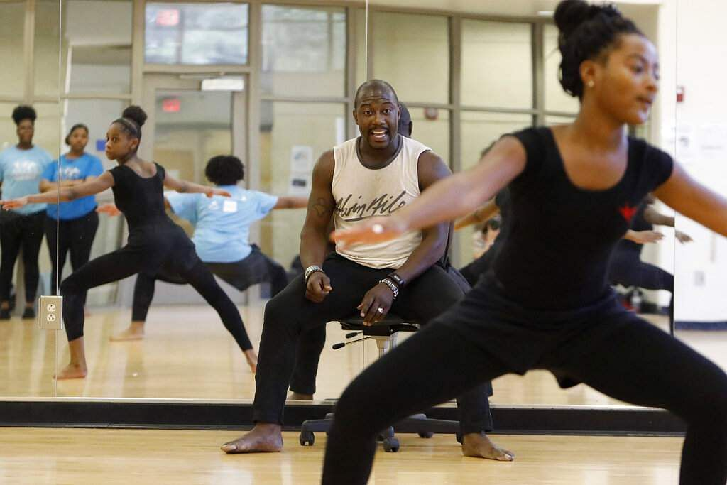 Jelani Akil Jones, an Atlanta Ballet modern dance instructor, coaches a group at the Martha Ellen Stilwell School of the Arts in Jonesboro, Ga. (AP Photo/Andrea Smith)