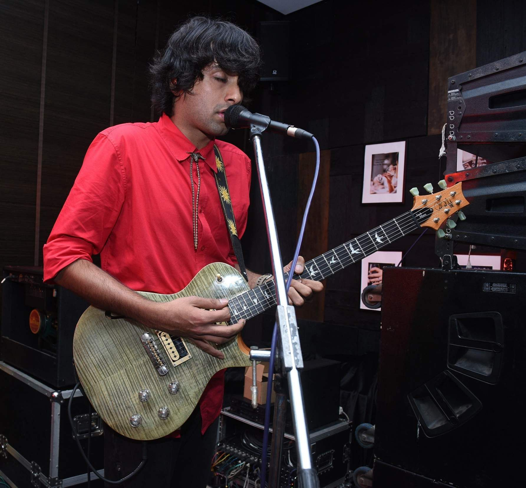 TT Sriram from Skrat performing at G Bar, Novotel