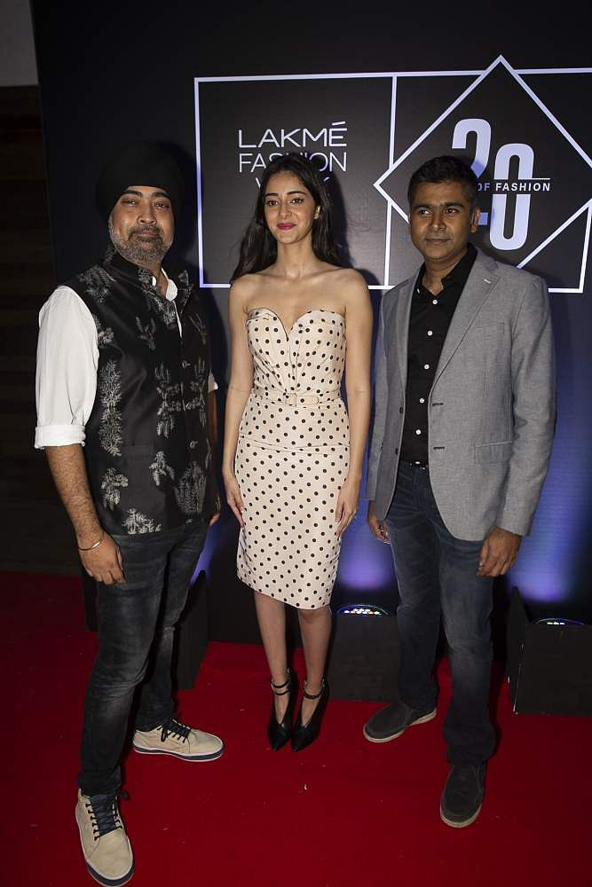 Pic_9-_Jaspreet_Chandok,_Ananya_Pandey_and_Ashwath_Swaminathan_at_Lakmé_Fashion_Week_20_years'_celebration