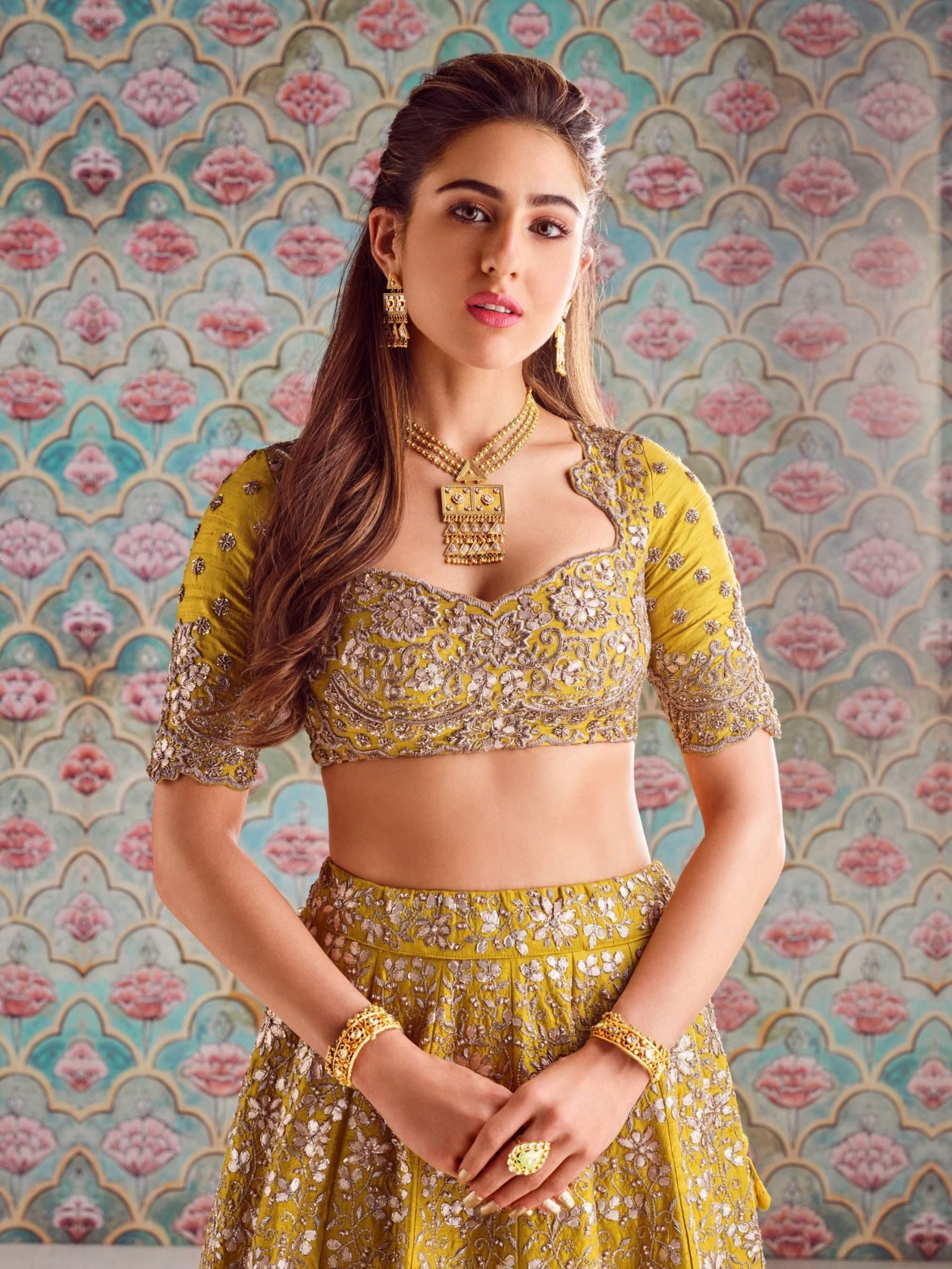Sara_Ali_Khan_in_Tatva_Collection_(1)