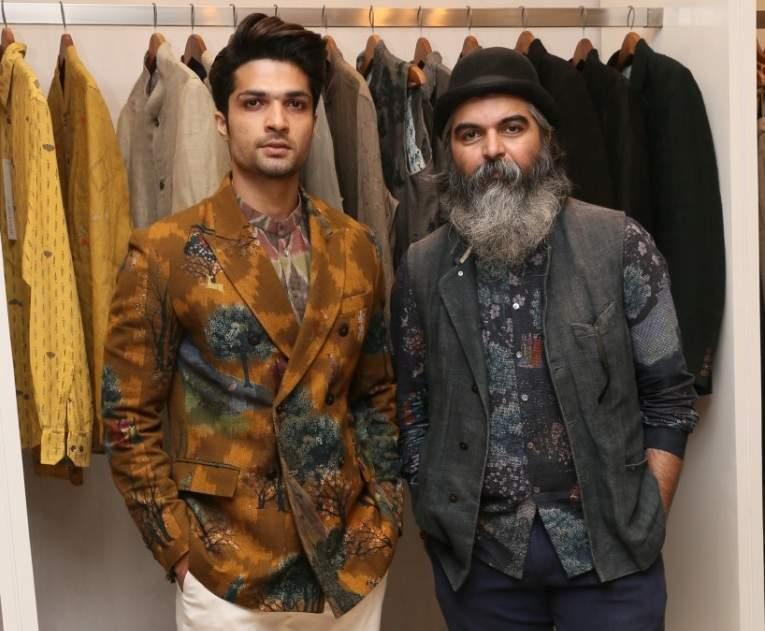 L-R-_Model_Mohammad_Iqbal_with_Designer_Suket_Dhir_