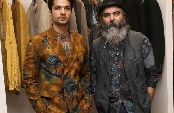 L-R-_Model_Mohammad_Iqbal_with_Designer_Suket_Dhir_