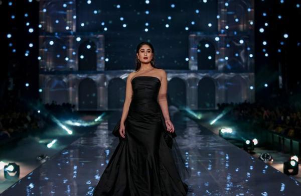 Kareena_Kapoor_for_Gauri_Nainika_at_LFW_WF_2019