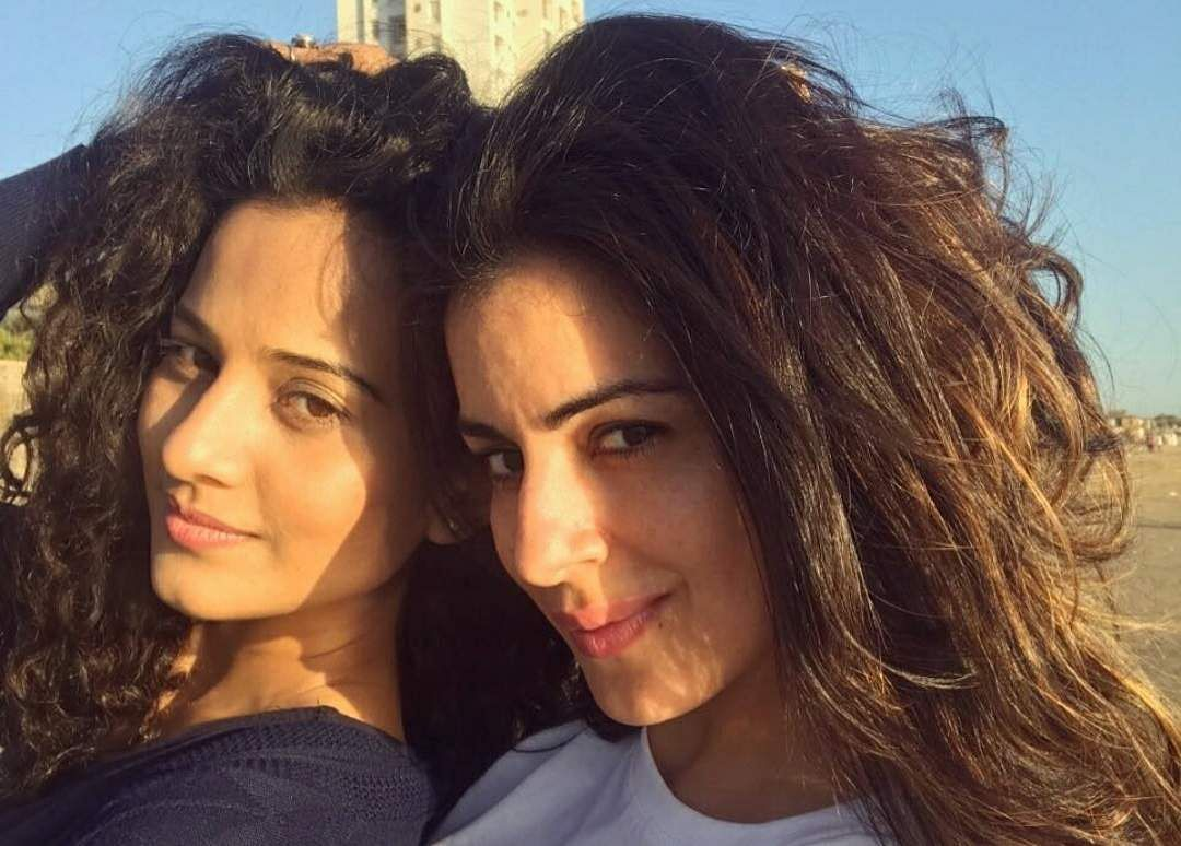 Actresses Heena Parmar and Shradha Arya. (Photo: IANS)