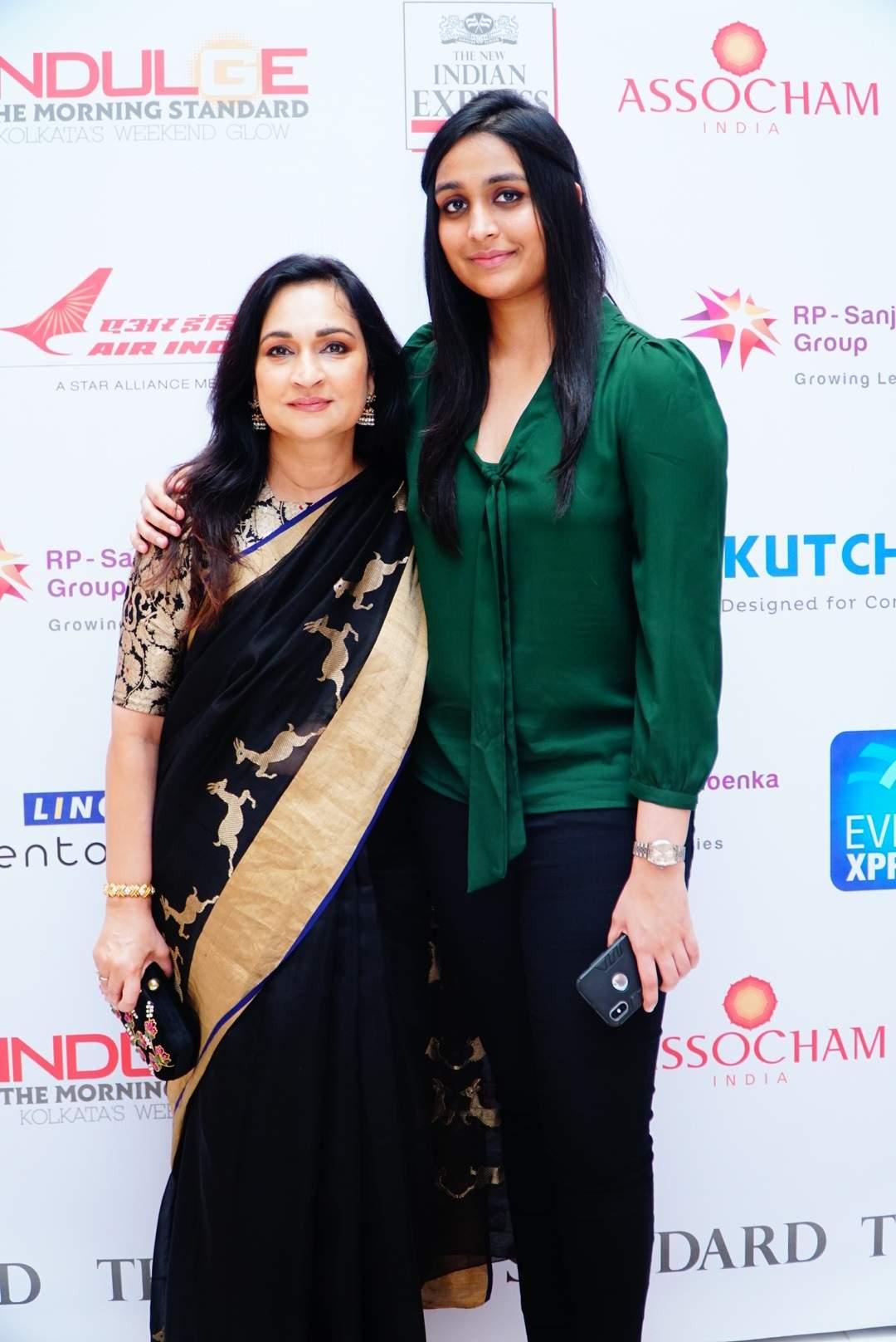Devi Awards recipient Madhu Neotia strikes a pretty pose with daughter Paroma