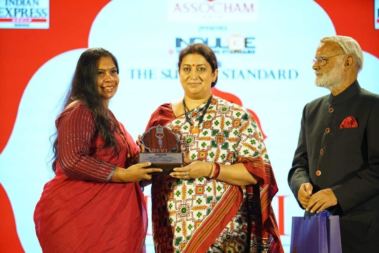 Smriti Irani and Prabhu Chawla felicitate sustainable fashion activist Sujata Chatterjee