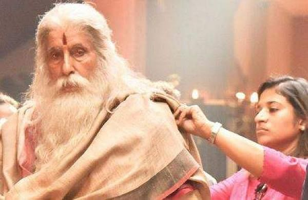 Sushmita Konidela with Amitabh Bachchan on the sets of Sye Raa