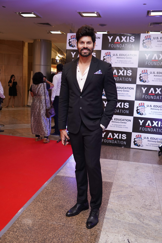 Actor_Sridhar