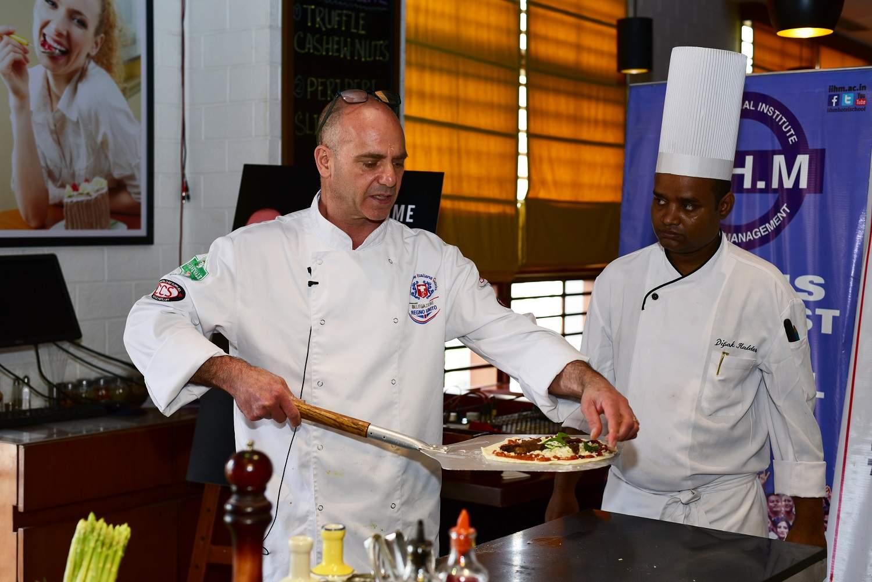 Chef_Oliveri_making_a_pizza_at_Mezzuna