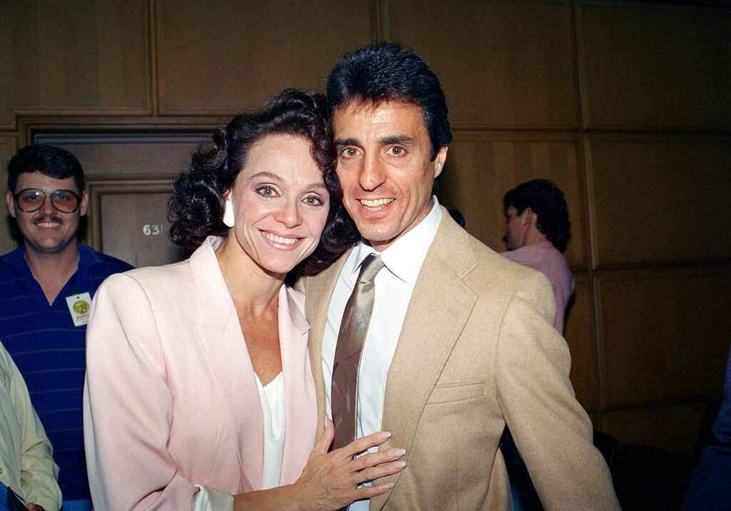 1988: Valerie Harper and husband Tony Cacciotti after a jury decided in her favour against Lorimar Telepictures Corp in a dispute that ended her role in Valerie, in Los Angeles. (AP Photo/Nick Ut)
