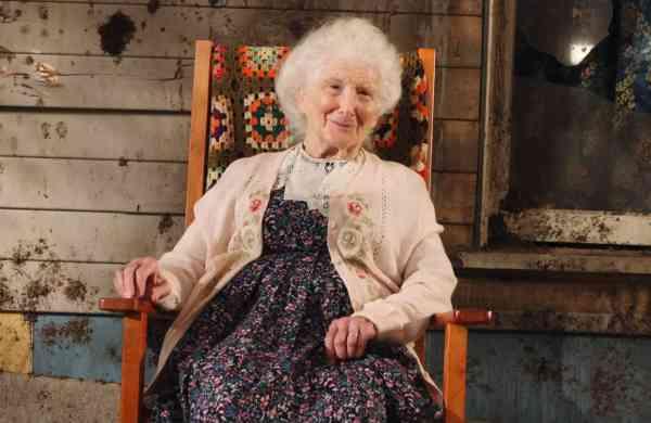 Superstore actress Linda Porter dies at 86