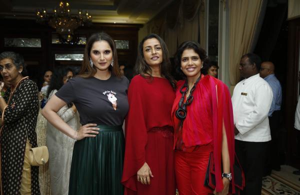 L-R_Sania_Mirza,_Namrata_Shirodkar,_and_Shalini_Bhupal