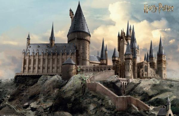 fp4759-harry-potter-hogwarts-day_1