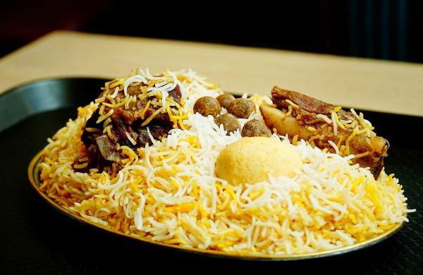 Mutton_Awadhi_biryani_at_Aminia