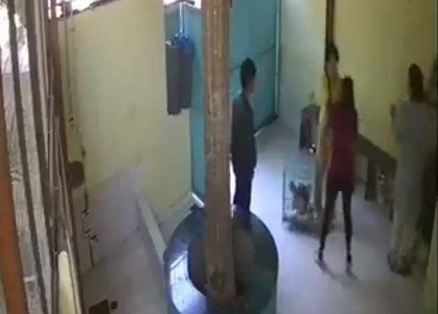 A screen grab of CCTV footage of Heeba Shah assaulting pet clinic staff in Mumbai (Photo: IANS)