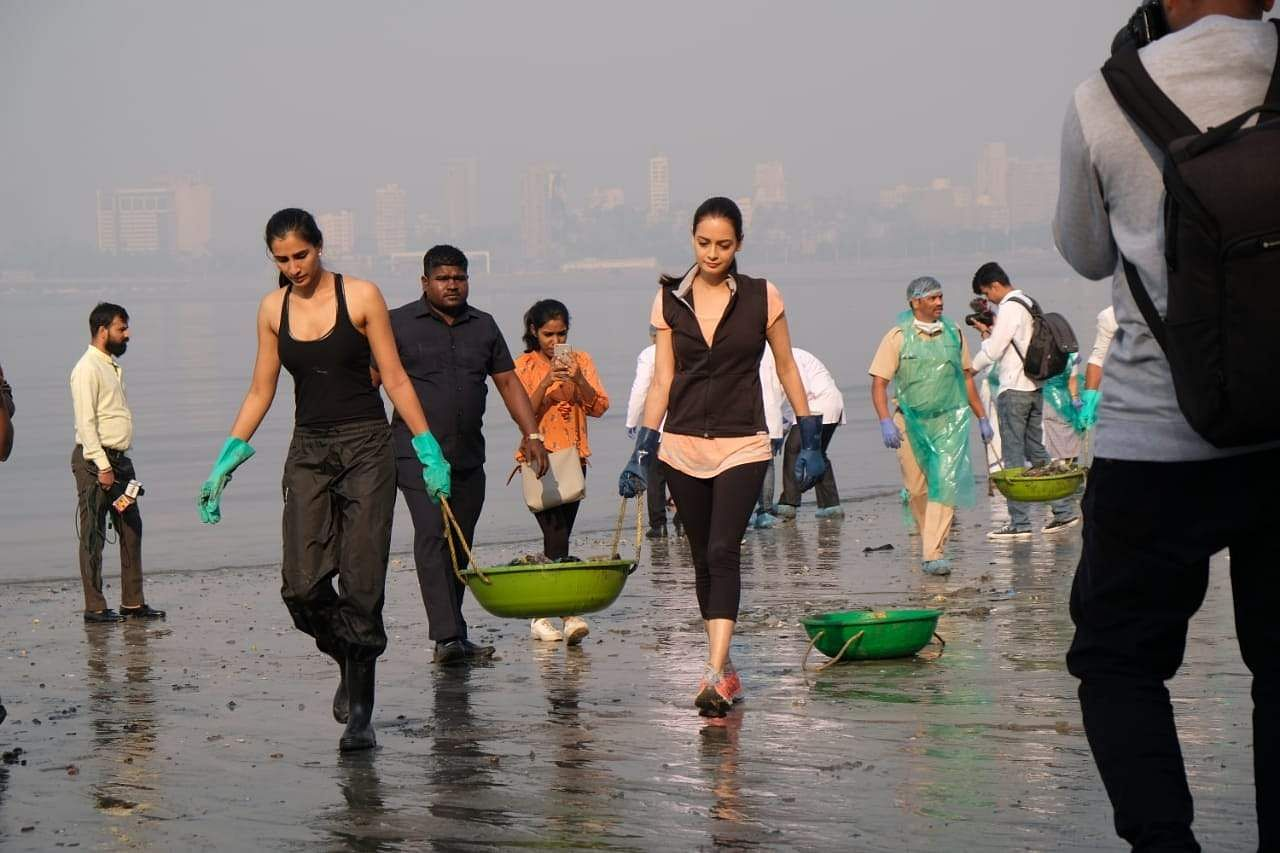 Celebs on a clean-up drive at Mahim Beach, Mumbai (Photo: IANS)